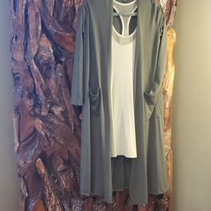 LULAROE ARMY GREEN DUSTER SZ S, THROW IT ON AND GO